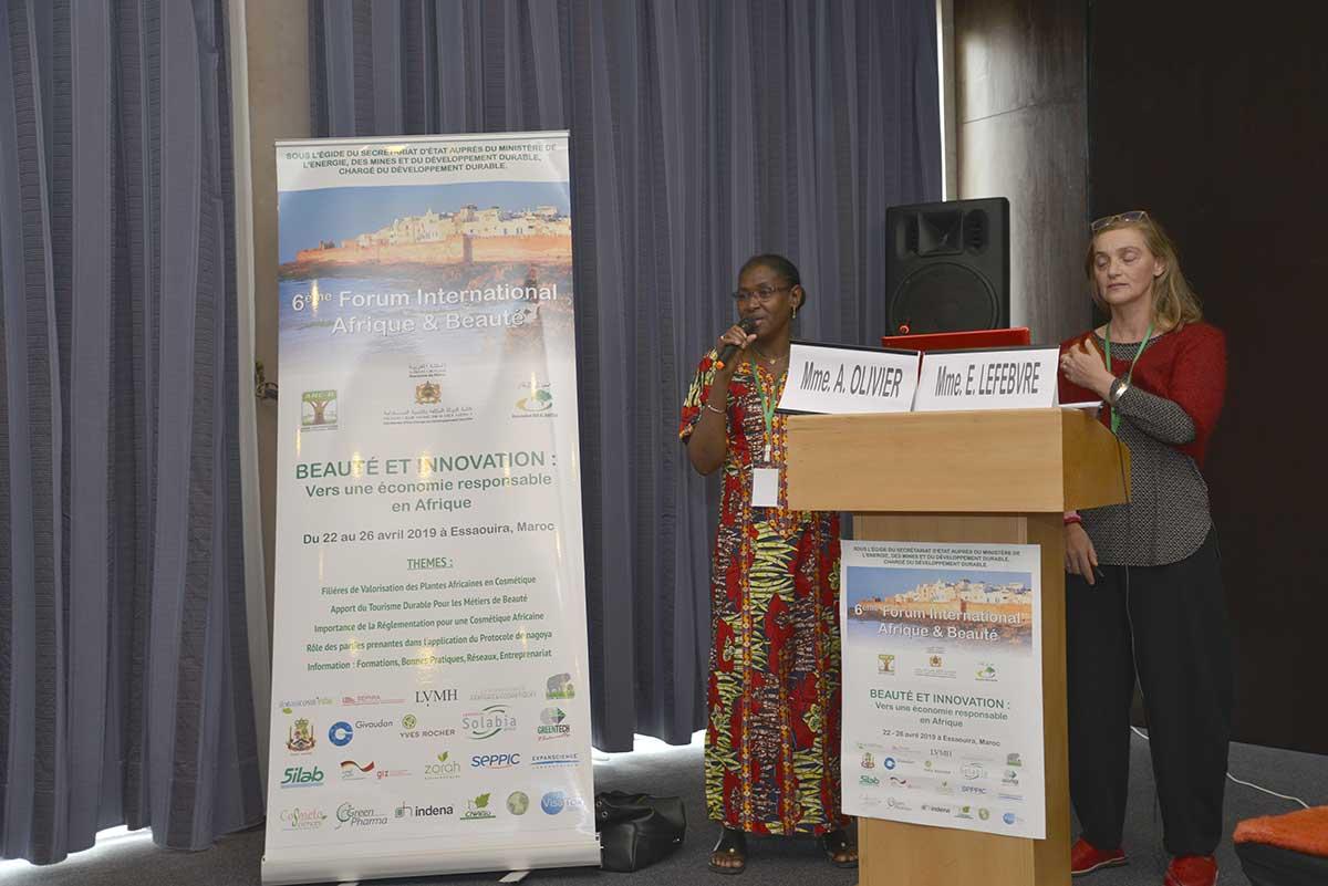 Mmes A. OLIVIER et E. LEFEBVRE parlent des filières associatives au Burkina