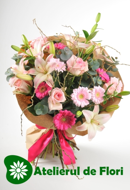 Buchet cu trandafiri, crini, minigerbera roz si crengi de salcie