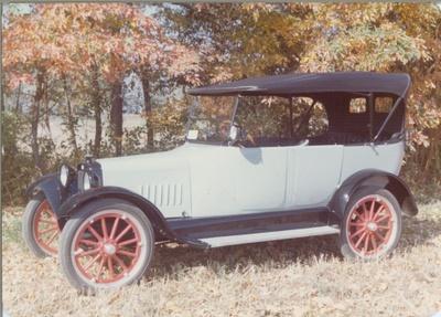 Antique Car, Saxon