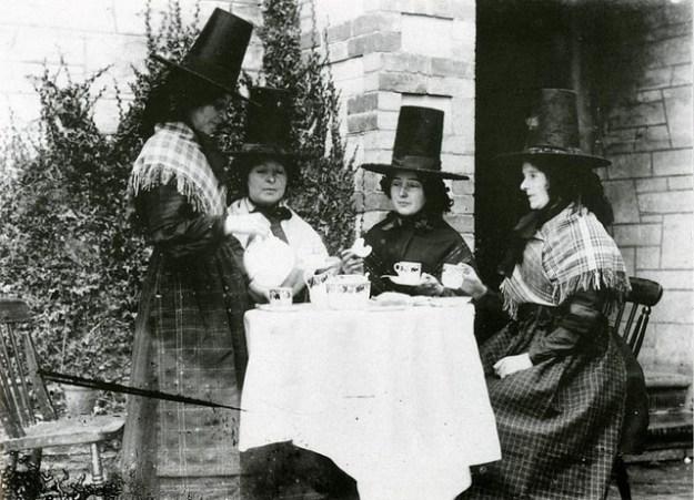Women in Welsh costumes