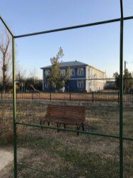 Școala de vis a vis de ctitoria nouă