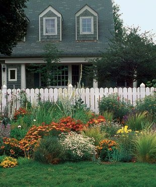 Amazing Front Yard Design Ideas that Makes You Never Want to Leave 28