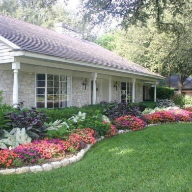 Beautiful Flower Garden for Your Front Yard 20