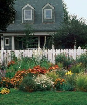 Beautiful Flower Garden for Your Front Yard 25