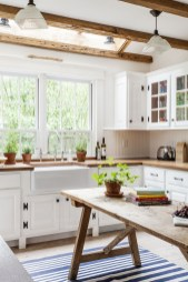 Best DIY Farmhouse Kitchen Decorating Ideas 39