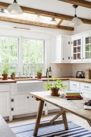 Best DIY Farmhouse Kitchen Decorating Ideas 39