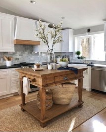 Best DIY Farmhouse Kitchen Decorating Ideas 40