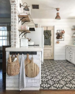 Best DIY Farmhouse Kitchen Decorating Ideas 52