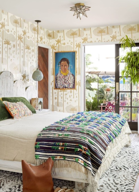 Best Design Small bedroom that Maximizes Style and Efficiency 23