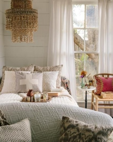 Best Design Small bedroom that Maximizes Style and Efficiency 28