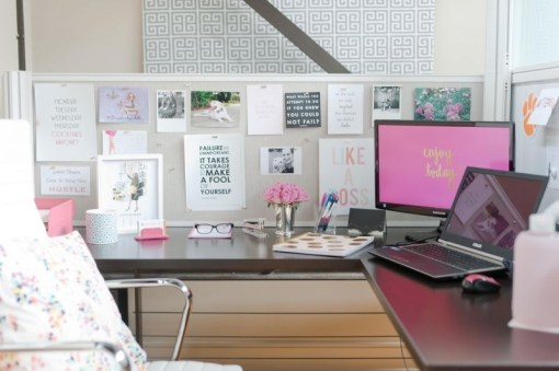 Cubicle Workspace Decorating Ideas 42
