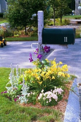 Easy And Low Maintenance Front Yard Landscaping Ideas 33