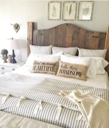 Outstanding Rustic Master Bedroom Decorating Ideas 11