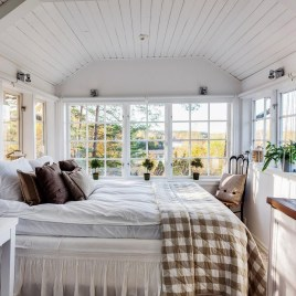 Outstanding Rustic Master Bedroom Decorating Ideas 33