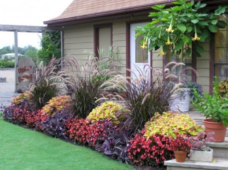Simple But Beautiful Front Yard Landscaping Ideas 07