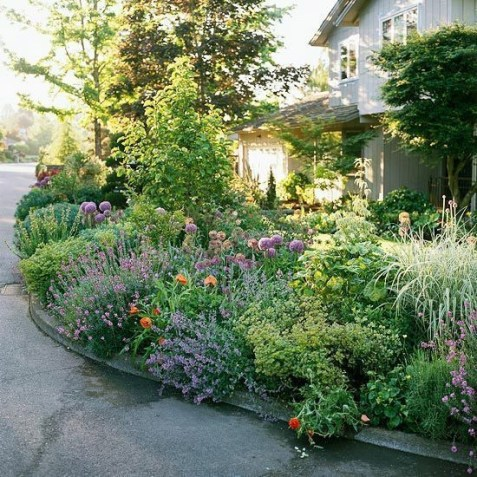 Simple But Beautiful Front Yard Landscaping Ideas 11