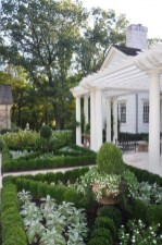 Simple But Beautiful Front Yard Landscaping Ideas 21