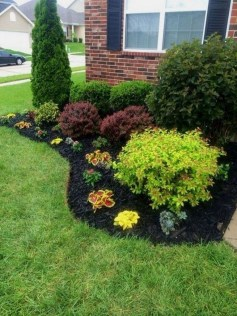 Simple But Beautiful Front Yard Landscaping Ideas 40