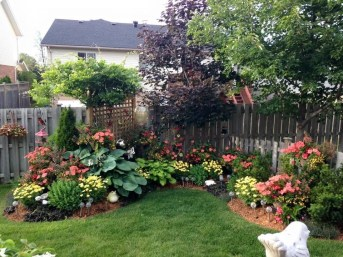 Simple But Beautiful Front Yard Landscaping Ideas 43