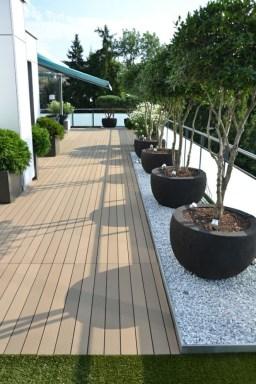 Amazingly Creative Long Planter Ideas for Your Patio 07