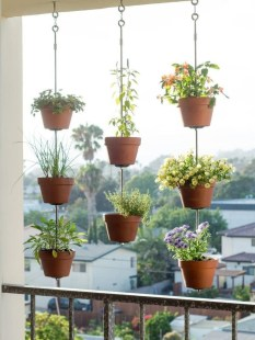 Cool DIY Vertical Garden for Front Porch Ideas 05