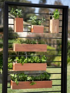 Cool DIY Vertical Garden for Front Porch Ideas 10