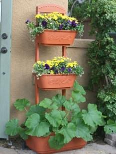 Cool DIY Vertical Garden for Front Porch Ideas 20