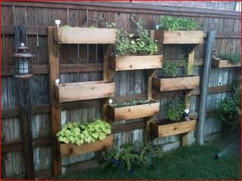 Cool DIY Vertical Garden for Front Porch Ideas 41