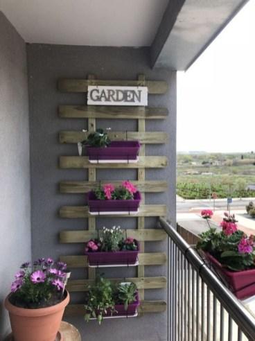 Cool DIY Vertical Garden for Front Porch Ideas 45