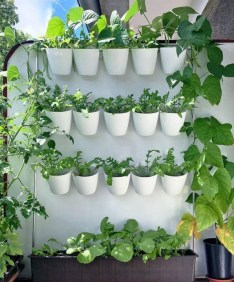 Cool DIY Vertical Garden for Front Porch Ideas 49