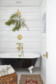Cool Minimalist Bathroom to Add to Your Dream Home Decor 14