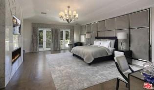 Huge Bedroom Decorating Ideas 23