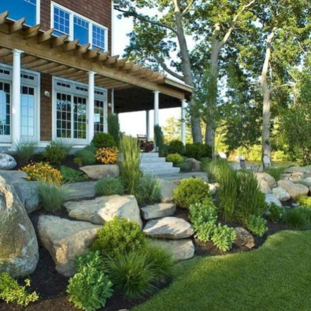 Landscaping Front Yard Ideas to Beautify Your Garden Design 36