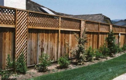 Amazing Farmhouse Privacy Fence to Perfect Your Backyard 03