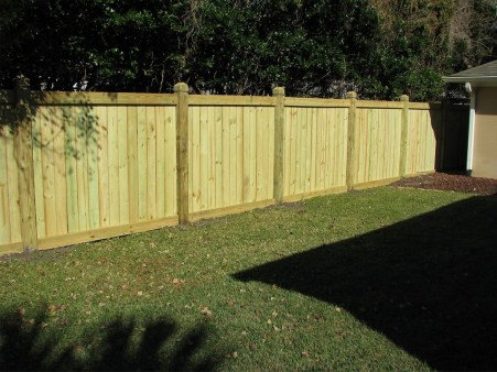 Amazing Farmhouse Privacy Fence to Perfect Your Backyard 11