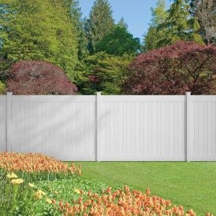 Amazing Farmhouse Privacy Fence to Perfect Your Backyard 12
