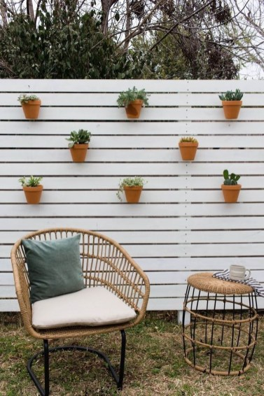 Amazing Farmhouse Privacy Fence to Perfect Your Backyard 17