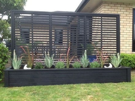 Amazing Farmhouse Privacy Fence to Perfect Your Backyard 25
