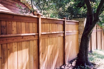 Amazing Farmhouse Privacy Fence to Perfect Your Backyard 34