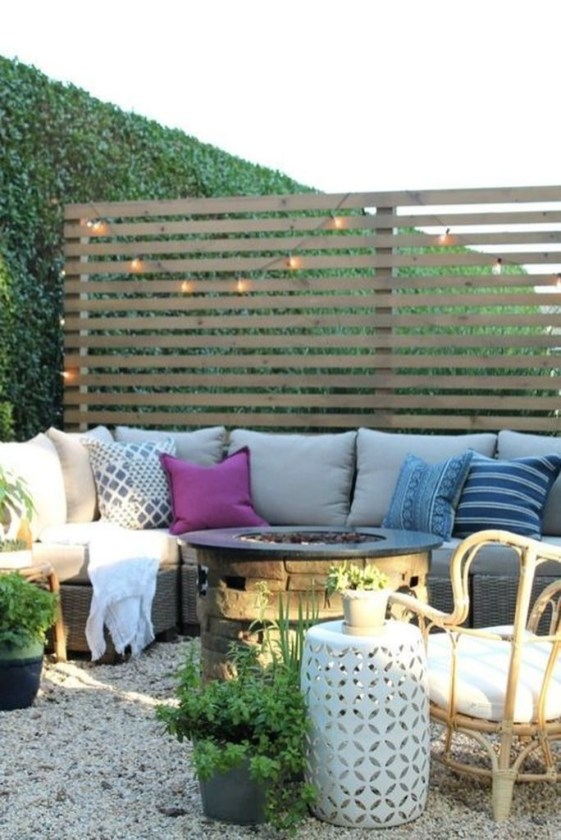 Amazing Farmhouse Privacy Fence to Perfect Your Backyard 41