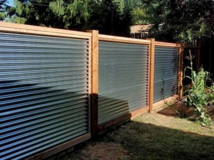 Amazing Farmhouse Privacy Fence to Perfect Your Backyard 44