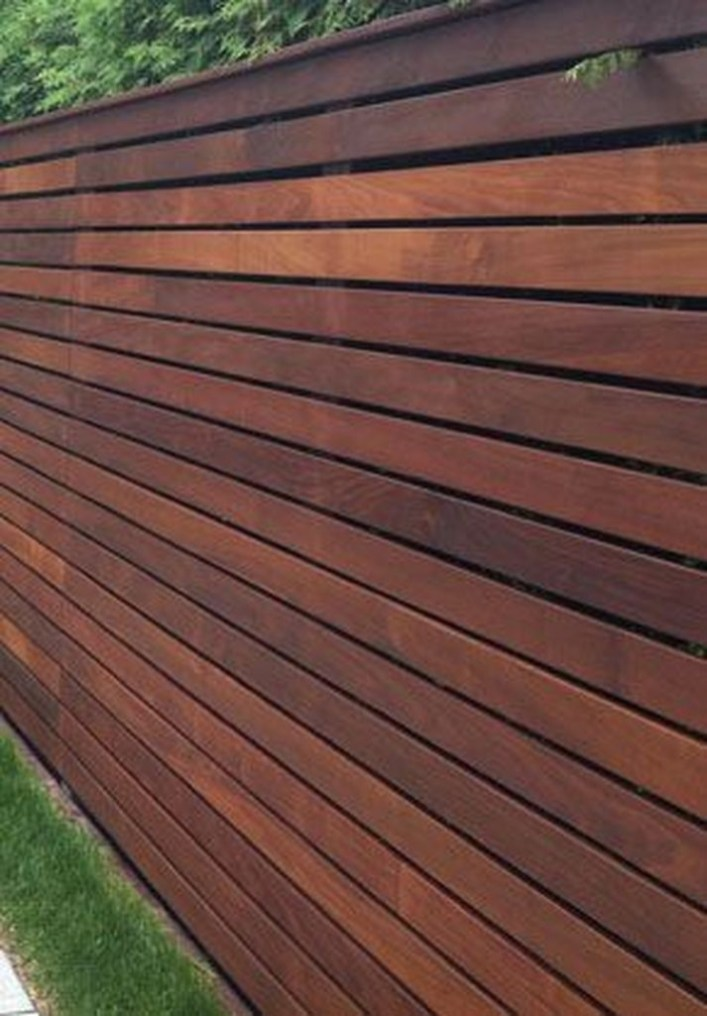 Amazing Farmhouse Privacy Fence to Perfect Your Backyard 47
