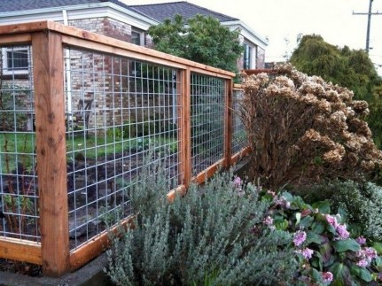 Amazing Farmhouse Privacy Fence to Perfect Your Backyard 48