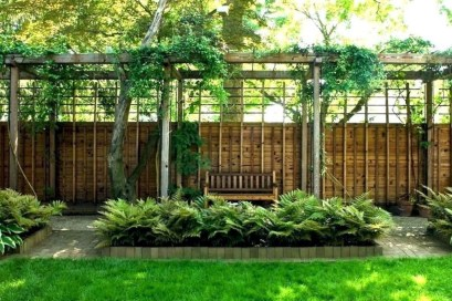 Amazing Farmhouse Privacy Fence to Perfect Your Backyard 52