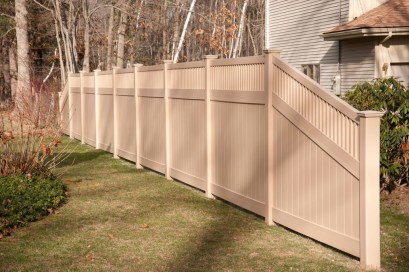 Amazing Farmhouse Privacy Fence to Perfect Your Backyard 53