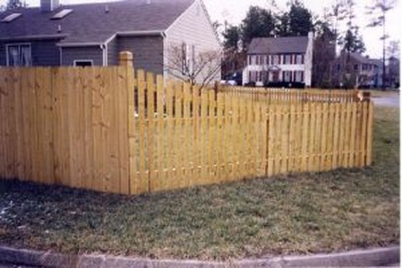 Amazing Farmhouse Privacy Fence to Perfect Your Backyard 59