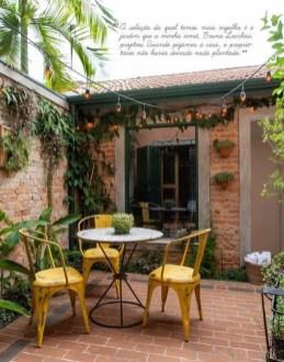 Basic Exterior Wall Into an Elegant Vertical Garden to Perfect Your Garden 02
