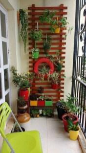Basic Exterior Wall Into an Elegant Vertical Garden to Perfect Your Garden 05