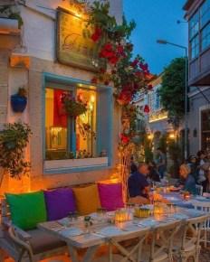 Basic Exterior Wall Into an Elegant Vertical Garden to Perfect Your Garden 11