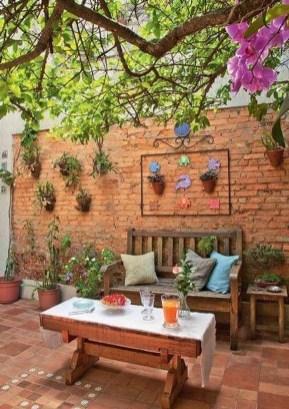 Basic Exterior Wall Into an Elegant Vertical Garden to Perfect Your Garden 33